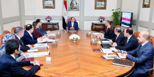 صورة في اجتماع  السيسي مع المجموعة الاقتصادية : خفض الدين العام إلى 80% من الناتج المحلي بحلول يونيو 2022