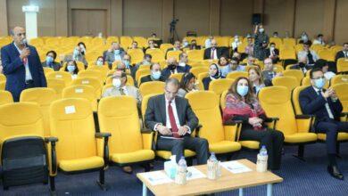 صورة وزير الإتصالات يكشف تفاصيل منحة  للمتفوقين من خريجي الجامعات المصرية