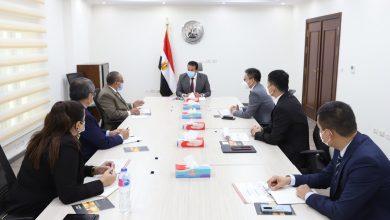 صورة في لقاء وزير التعليم العالي مع الرئيس التنفيذى لشركة هواوي :