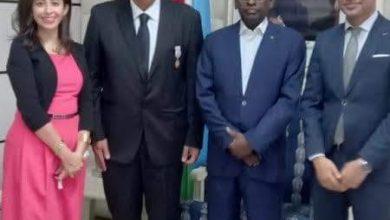 صورة السفير المصري في جيبوتي يلتقي بالرئيس الجيبوتي ورئيس الوزراء قبيل انتهاء مهمته في البلاد