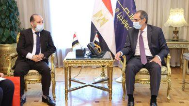 صورة وزير الاتصالات يبحث مع نظيره اليمنى التعاون فى مجال تكنولوجيا المعلومات